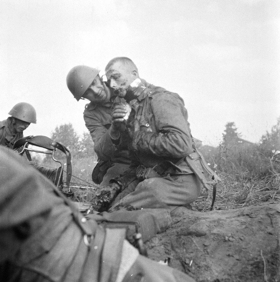1941_a_finnish_soldier_whose_artery_was_cut_open_by_a_grenade_shrapnel.jpg