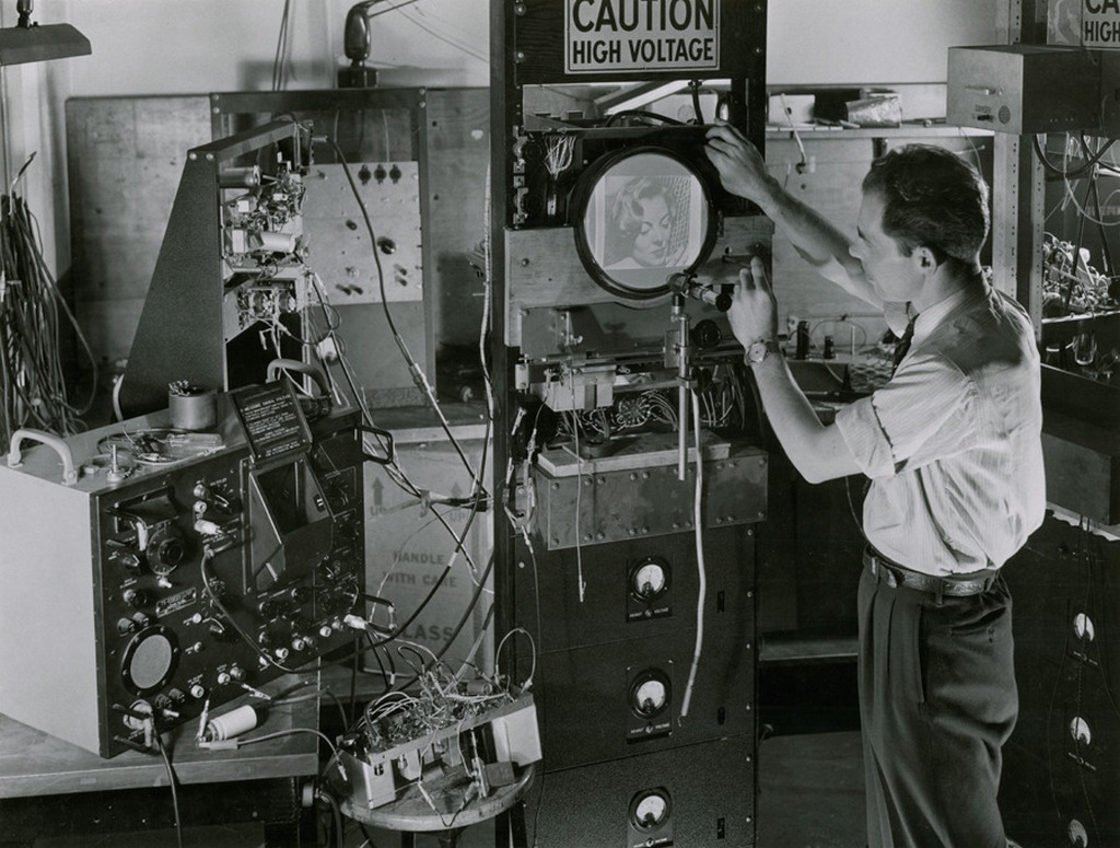 1954_testing_early_television_technology_new_york.jpg