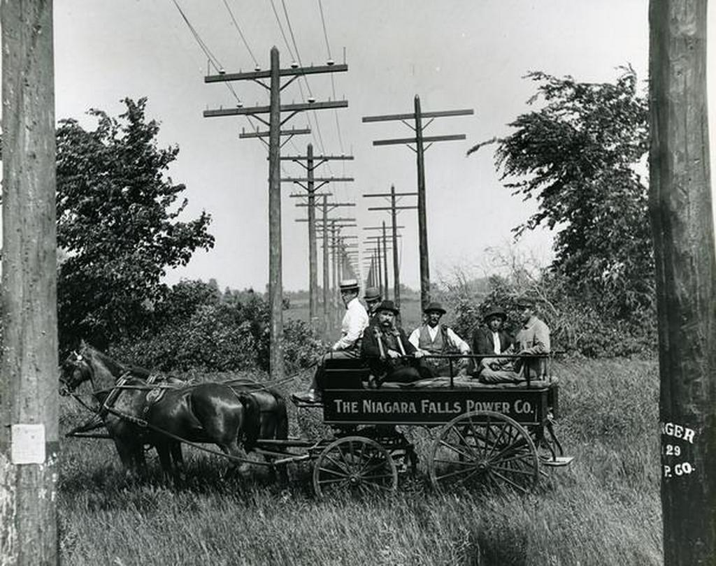 1902_repair_wagon_working_on_the_first_niagara_falls_to_buffalo_power_lines_the_first_successful_harnessing_of_energy_from_niagara_falls.jpg