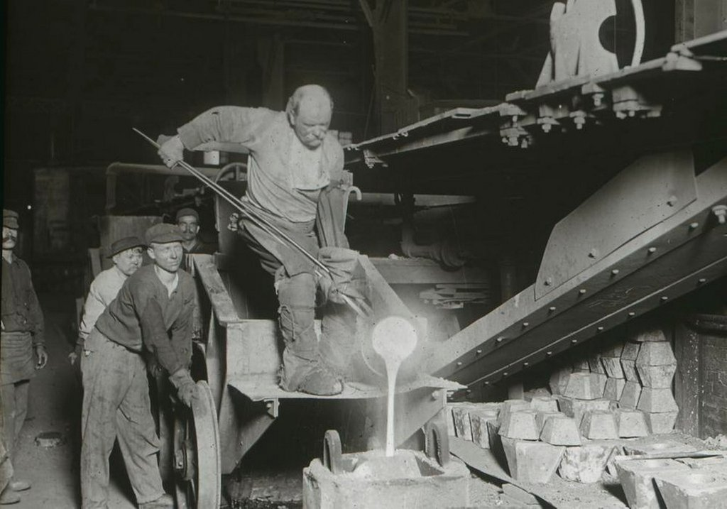 1912_teeming_a_crucible_of_steel_at_the_colonial_steel_company_pittsburgh.jpg