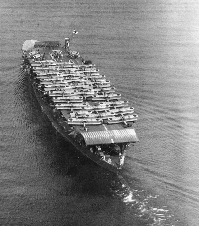 1934_stern_view_of_japanese_carrier_akagi_deck_loaded_with_mitsubishi_b1m_b2m_biplane_torpedo_bombers_off_osaka_japan.jpg