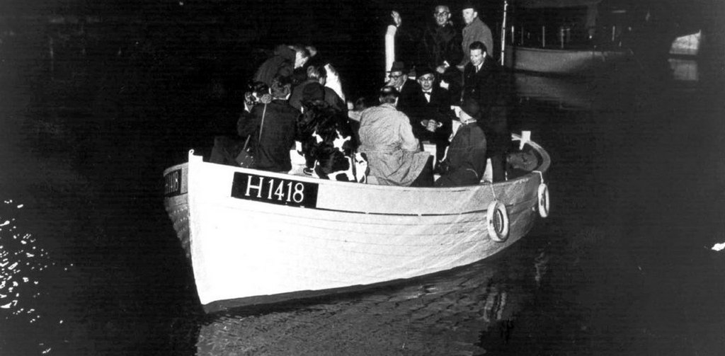 1943_danish_jews_being_smuggled_across_the_oresund_into_sweden_by_the_danish_resistance.jpg