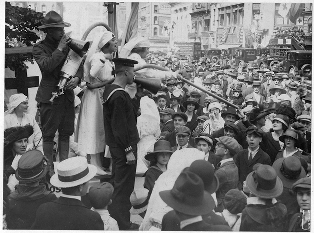 1917_this_vacuum_cleaner_operated_in_front_of_the_new_york_public_library_reaped_in_red_cross_contributions.png