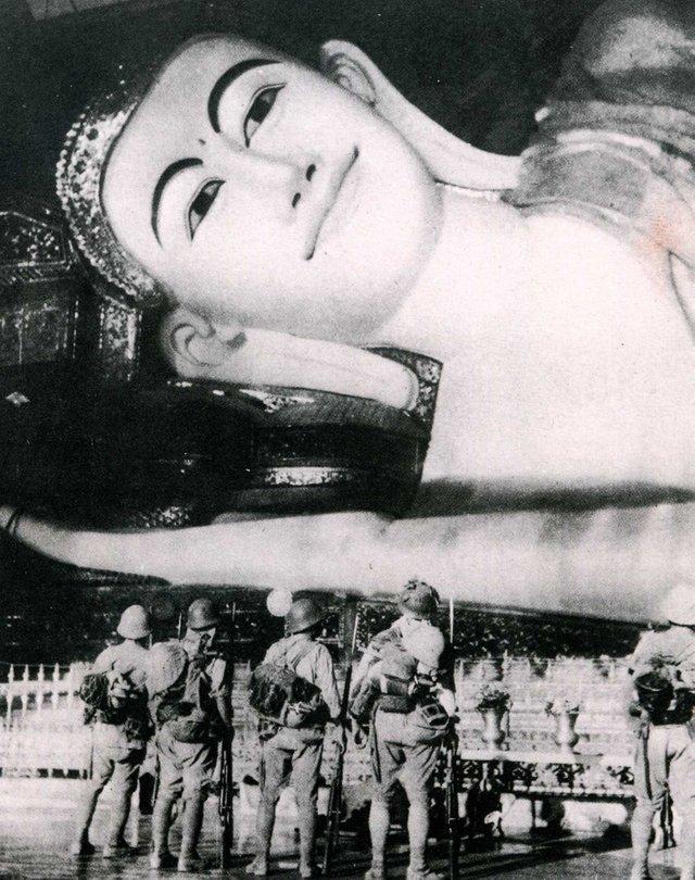 1942_japanese_troops_at_the_shwethalyaung_buddha_in_pegu_burma.jpg