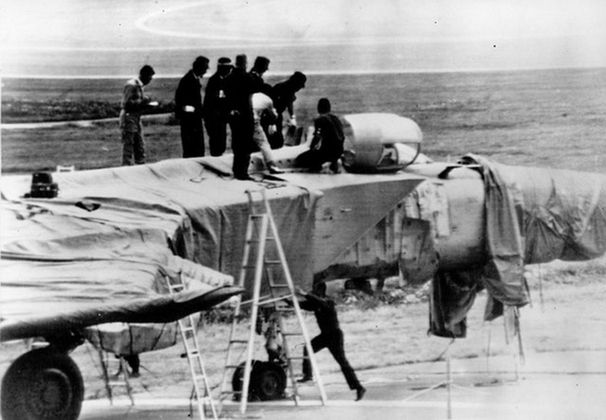 1976_soviet_mig-25p_at_hakodate_airport_japan_september_6_1976_v-pvo_viktor_belenko_pilot_defected.jpg