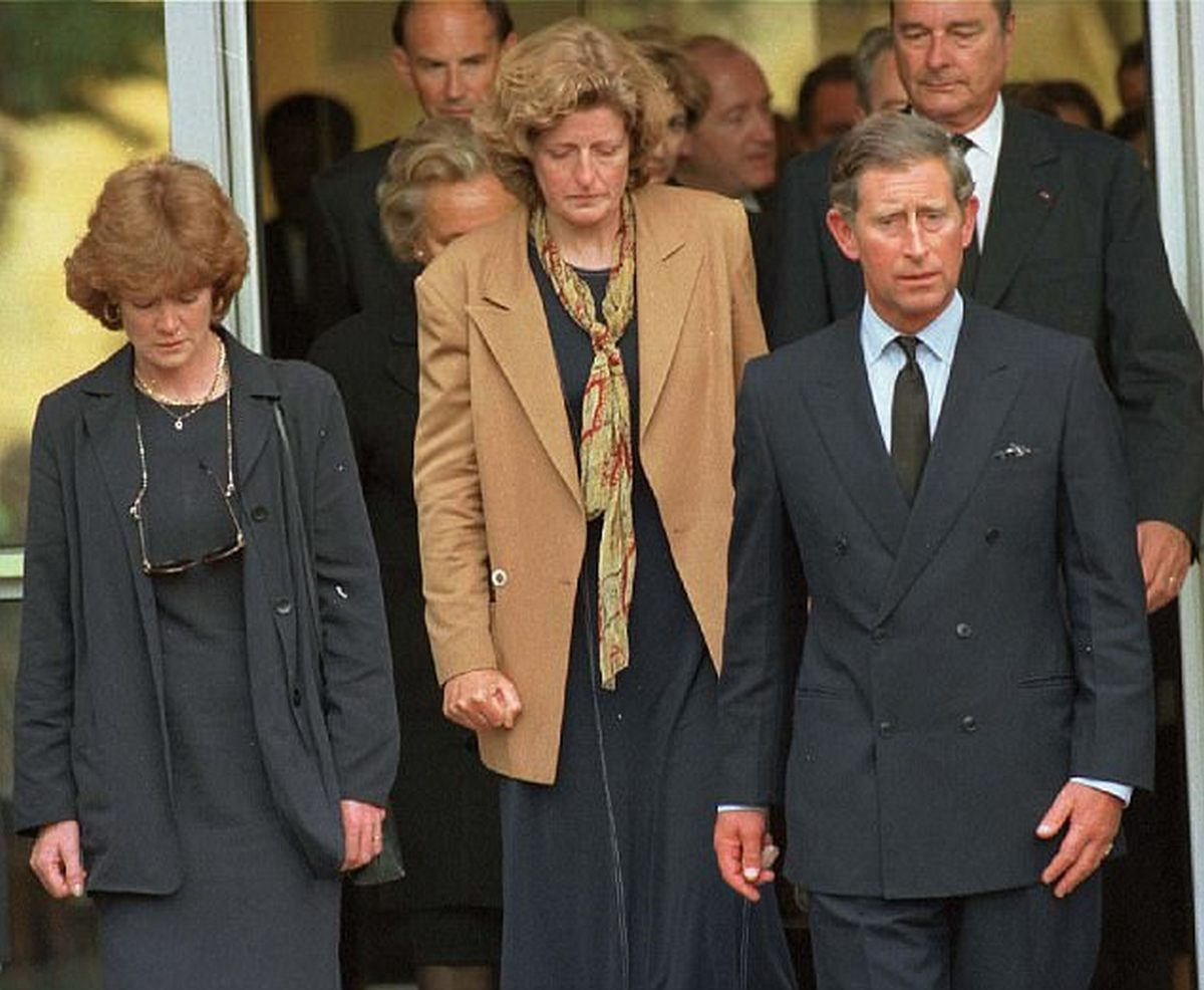 1997_prince_charles_and_princess_diana_s_sisters_leaving_the_hospital_after_seeing_princess_diana_s_body.jpg