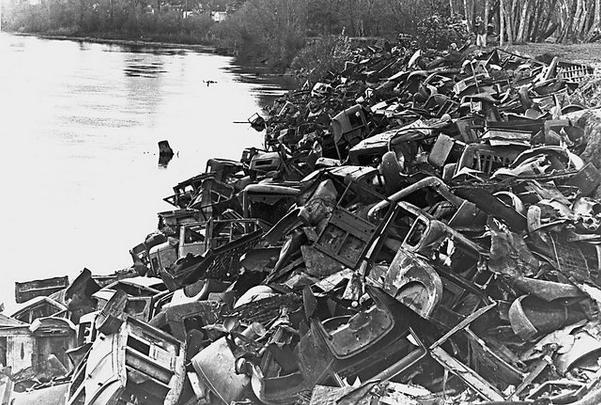 1939_scrap_cars_being_used_for_erosion_control_along_the_willamette_river_oregon.jpg