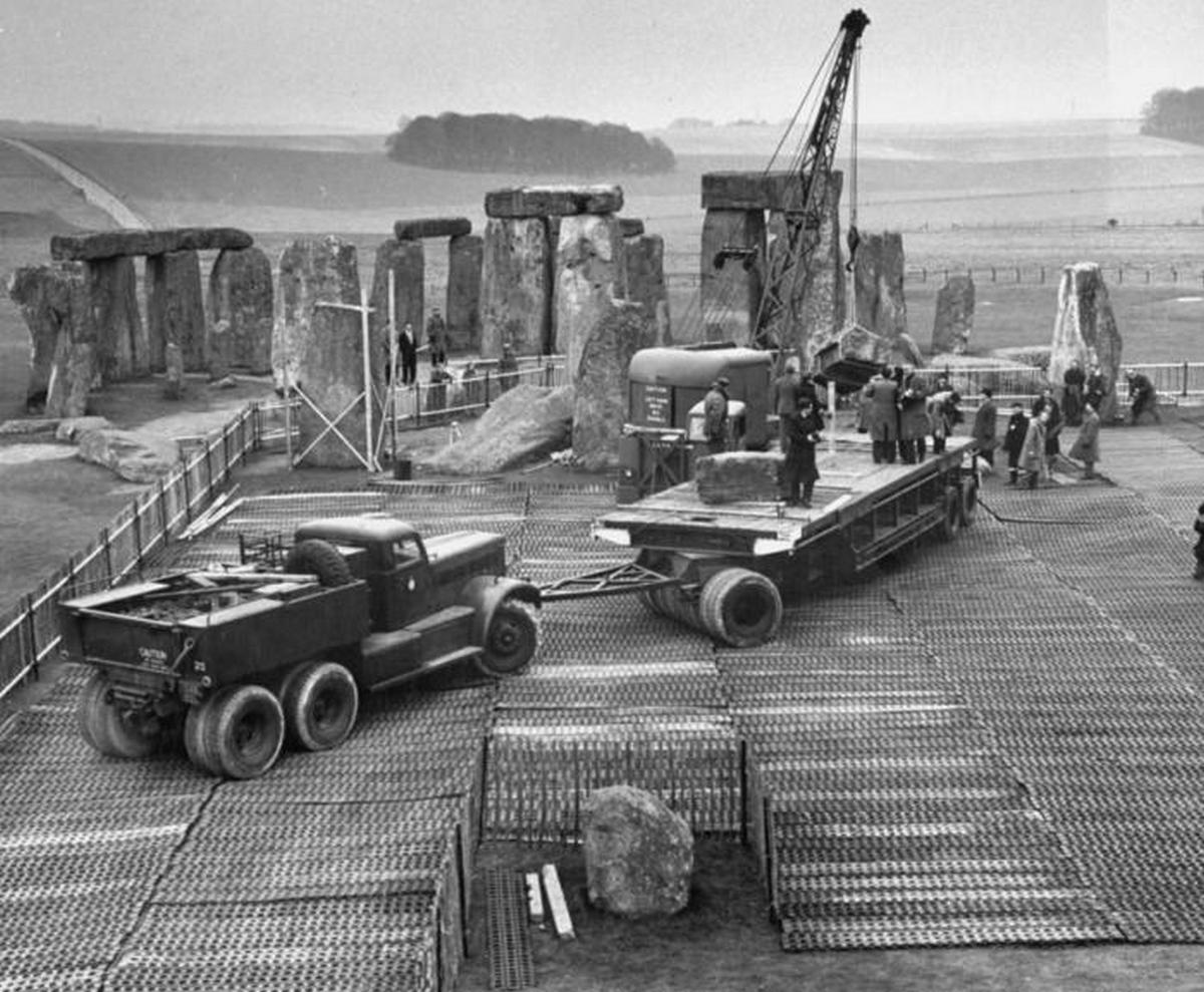 1958_a_stonehenge_felujitasa.jpeg