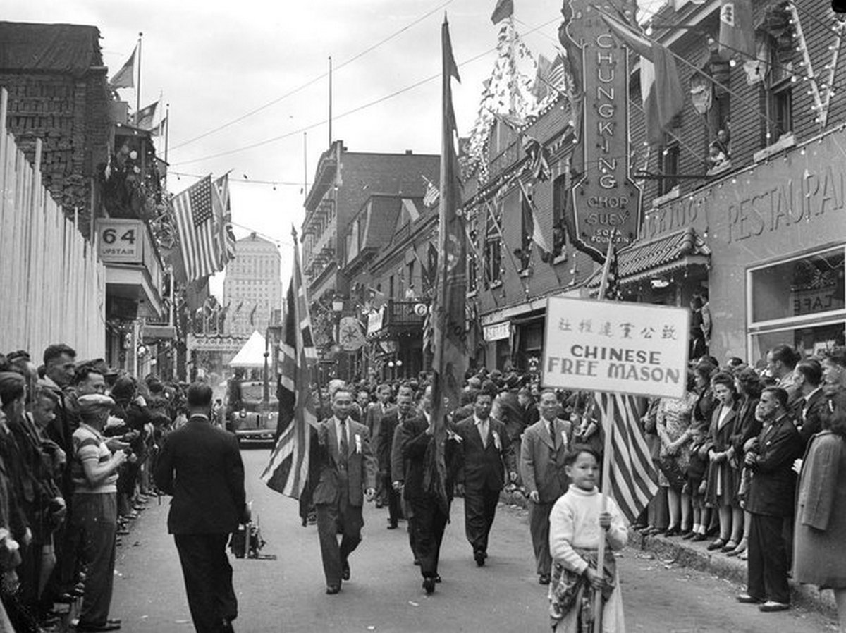 1945_majus_9_a_victoria_day_parade_in_montreal_s_chinatown.jpg