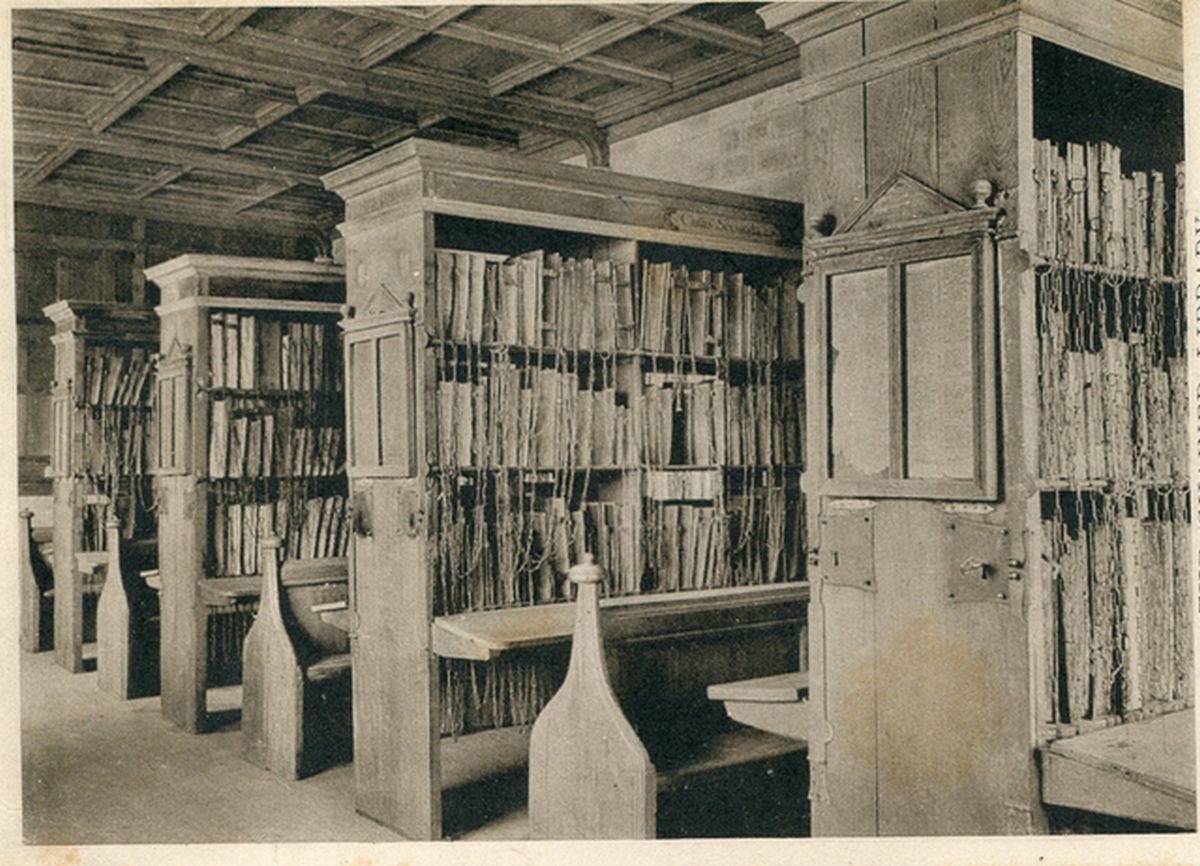 1950-es_evek_the_chained_library_hereford_cathedral.png