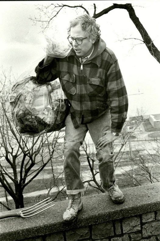 1981_burlington_mayor_bernie_sanders_picks_up_trash_on_his_own_in_a_public_park.jpg
