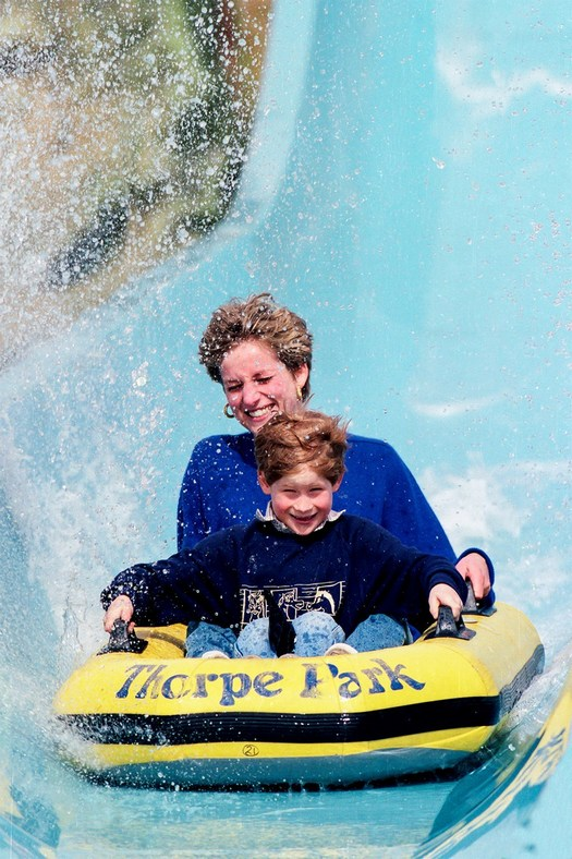 1992_aprilis_princess_diana_and_prince_harry_at_an_amusement_park.jpg