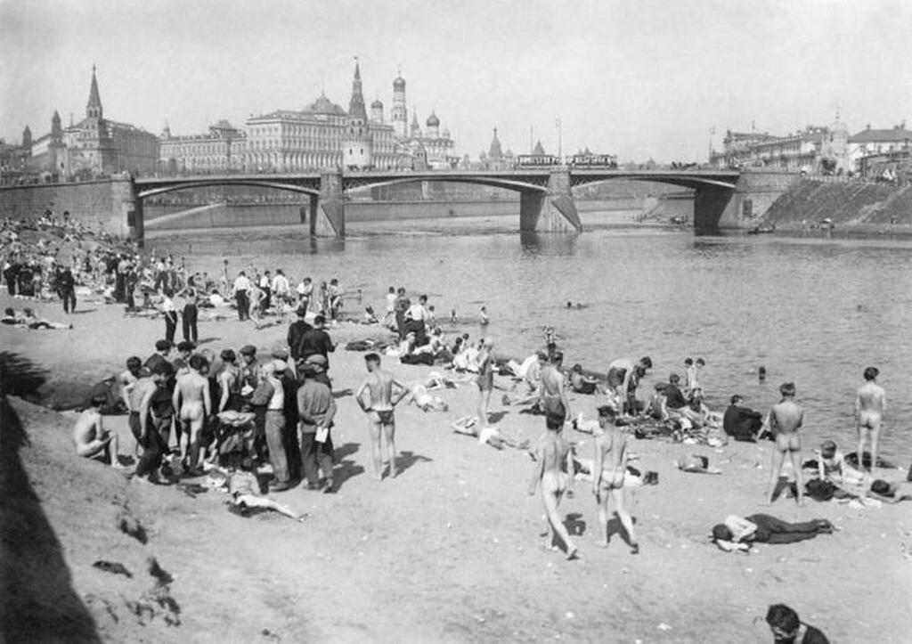 1929_nudista_strand_moszkvaban.jpeg