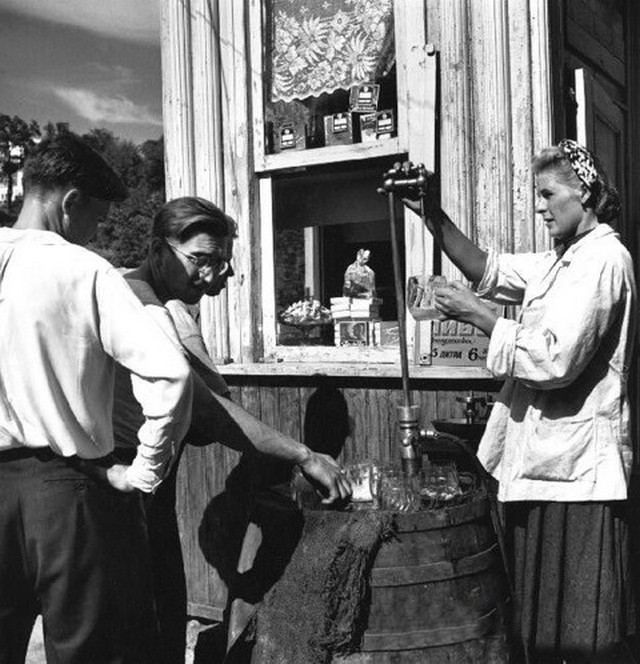 1947_robert_capa_sorozo_kijevben.jpg