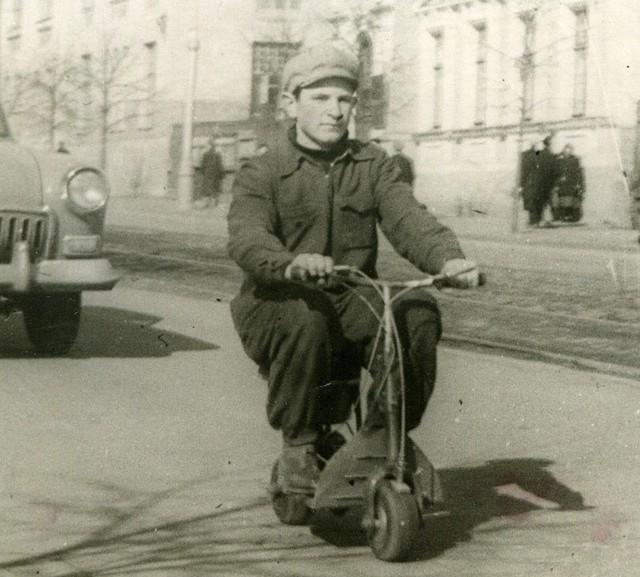 1960_leningradi_foiskola_tanuloi_altal_keszitett_mikromotoros_robogo.jpg