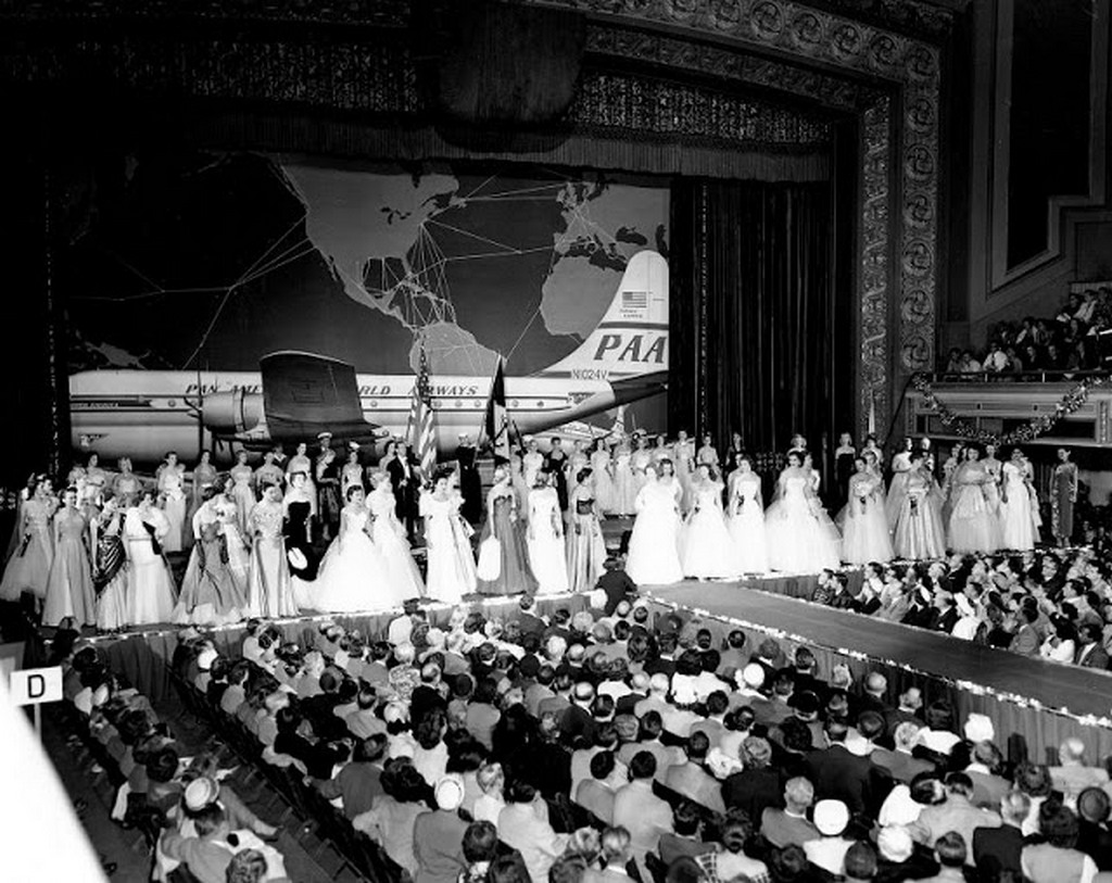 1952_miss_universe_finals_night_june_28.jpg