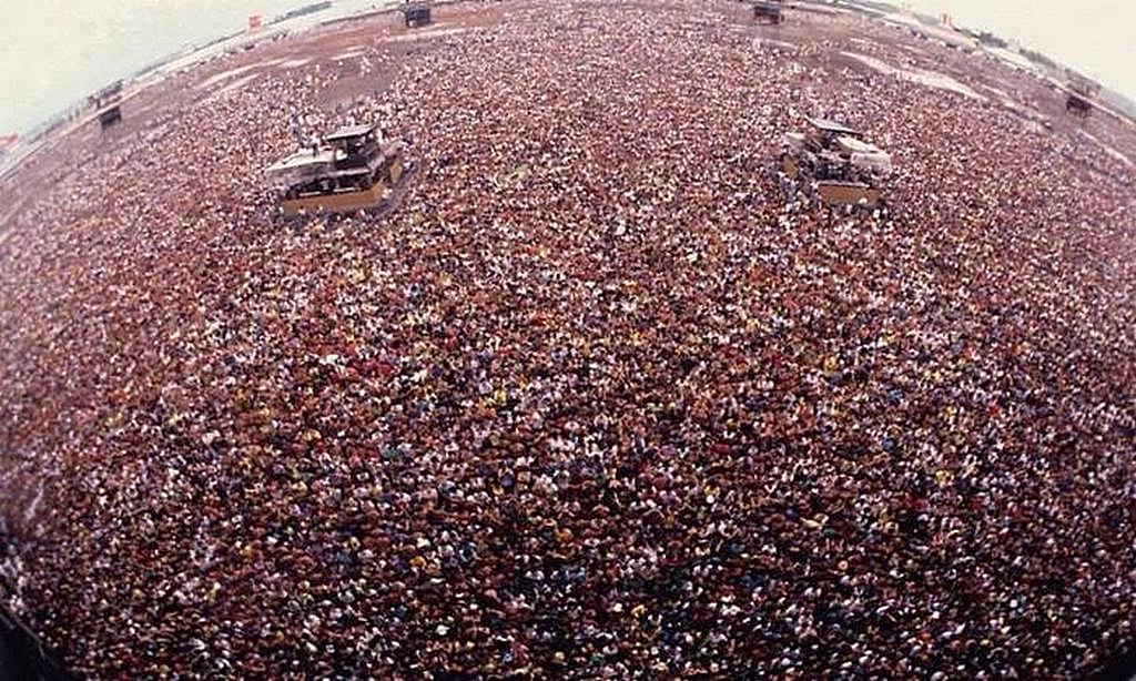 1991_metallica_es_acdc_koncert_moszkvaban_a_nezok_szamat_700_ezer_es_1_3_millio_koze_becsultek_meg.jpeg
