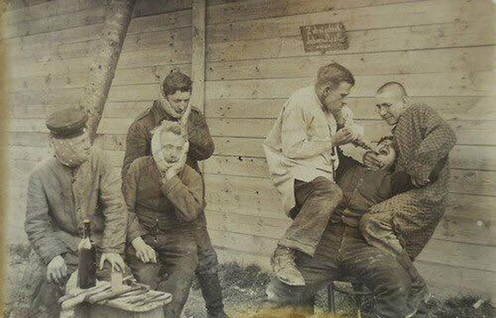 1917_field_dentistry_during_wwi.jpg