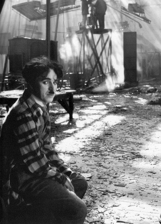 1926_charlie_chaplin_at_the_burned_down_set_of_the_circus.jpg