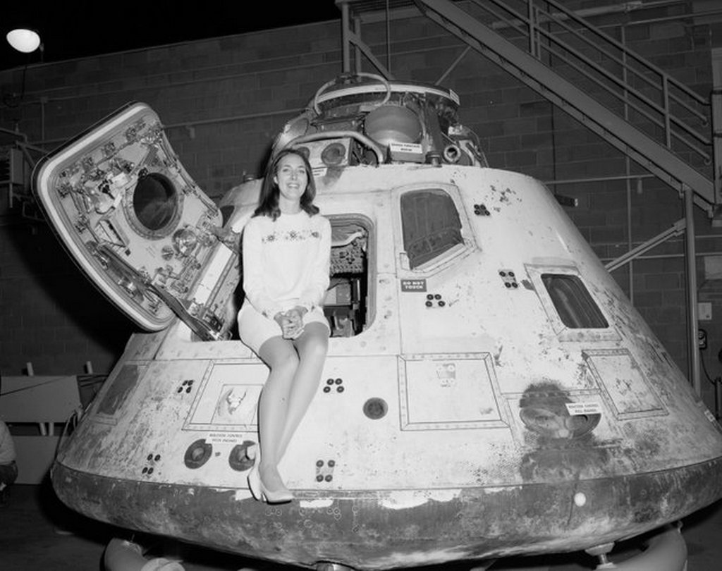 1971_miss_nasa_poses_with_the_apollo_8_space_capsule.jpg