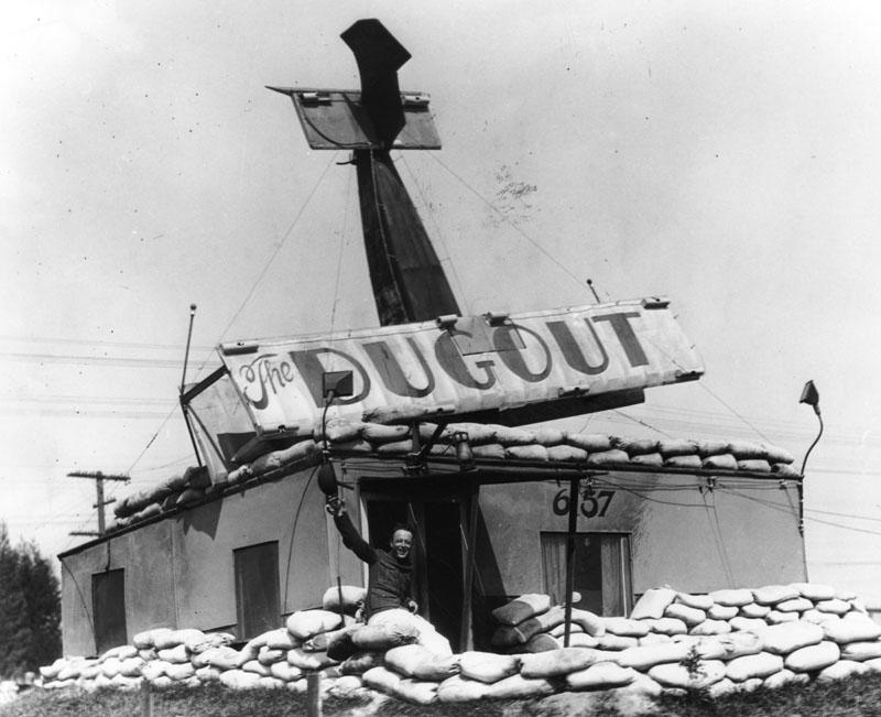 1929_the_dugout_sandwich_shop_in_los_angeles.jpg