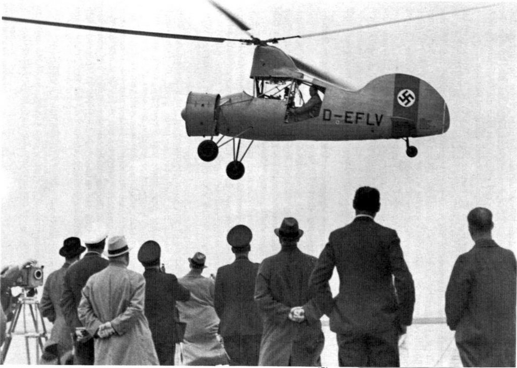 1940_flettner_fl265_helicopter_during_a_demonstration_to_high-ranking_nazi_officials.jpg