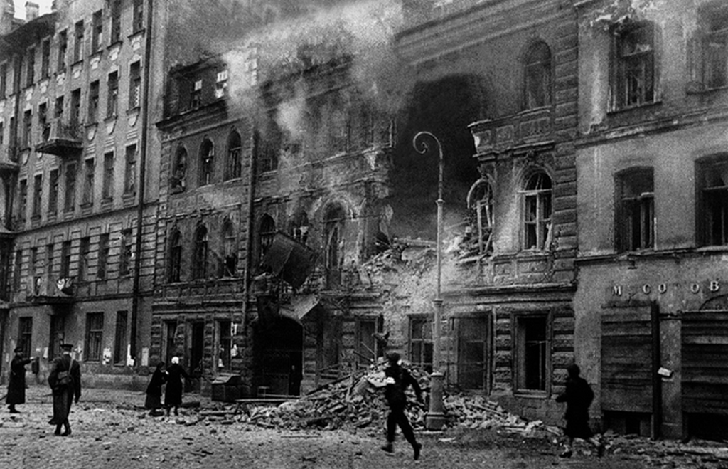 1941_the_war_has_come_to_leningrad_dostoevskiy_street.png