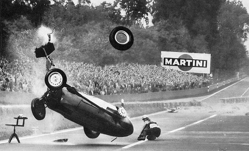 1959_german_gp_avus_hans_herrmann_crash.jpg