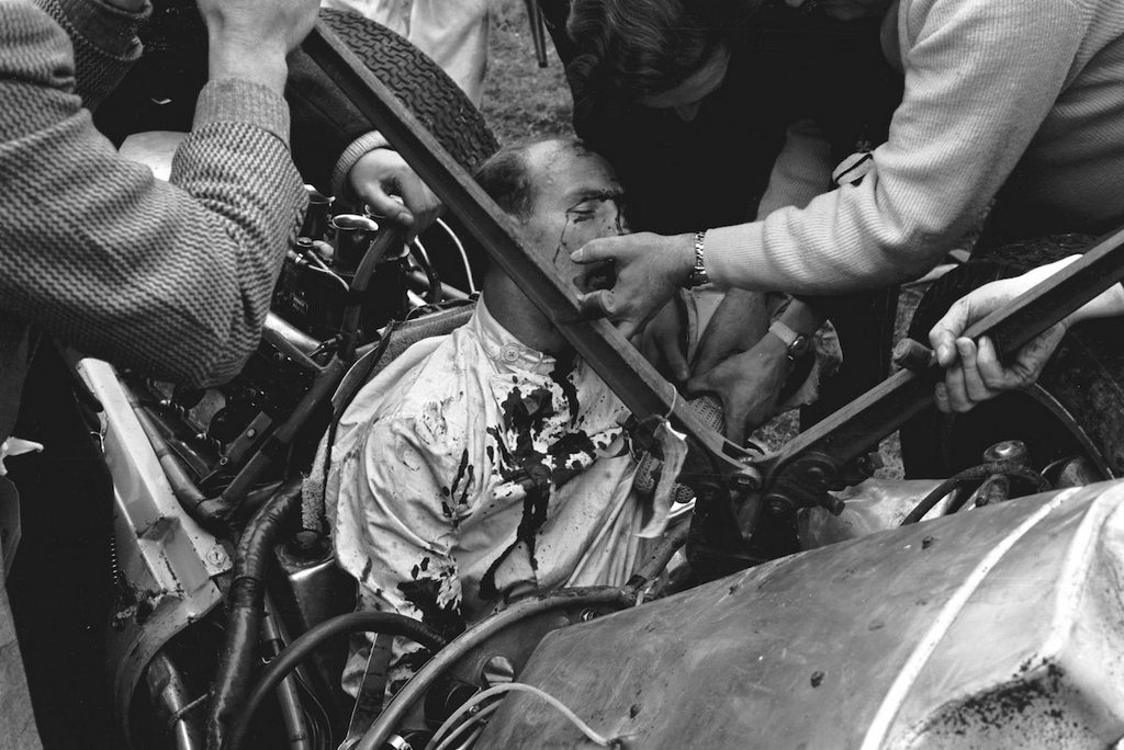 1962_the_accident_that_ended_the_career_of_stirling_moss_easter_monday_f1_races_goodwood.jpg