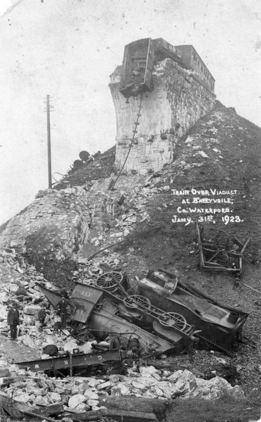 1923_januar_31_train_wreck_at_ballyvoyle_viaduct_county_waterford_ireland.jpg