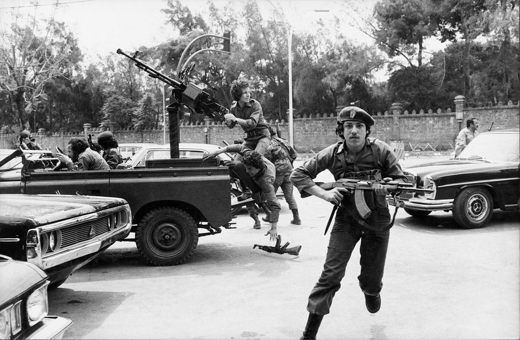1976_majus_8_bodyguards_protecting_mps_under_fire_on_the_election_day_of_the_president_of_the_republic_beirut_lebanon.jpg