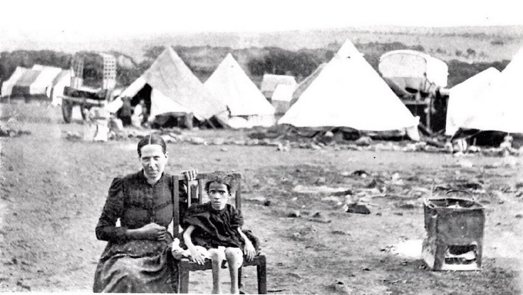 1901_boer_woman_and_child_in_an_internment_camp_operated_by_the_british_in_south_africa_during_the_second_boer_war.jpg