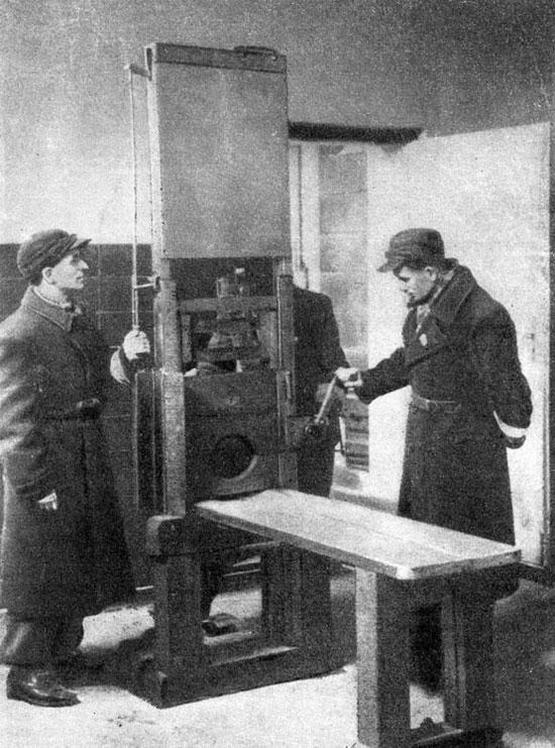 1945_soviet_soldiers_examine_the_nazi_guillotine_left_behind_after_the_capture_of_poznan_poland.jpg