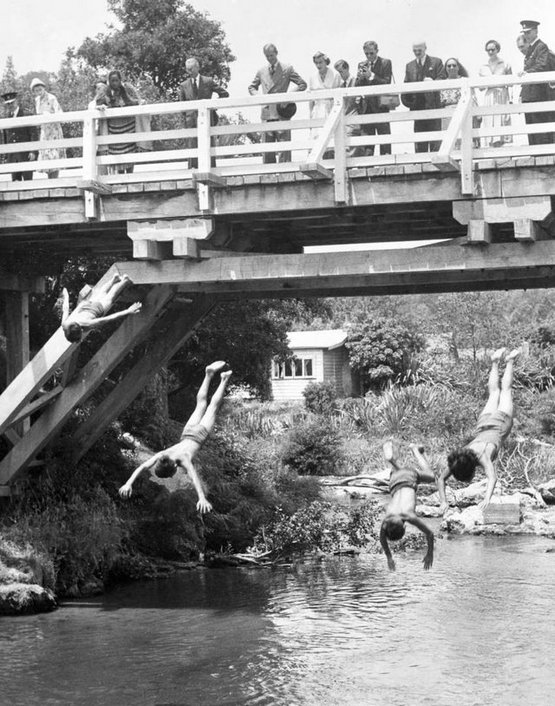 1953_4_boys_doing_bridge_dives_while_a_young_queen_elizabeth_ii_and_prince_philip_look_on_waitangi_new_zealand.jpg