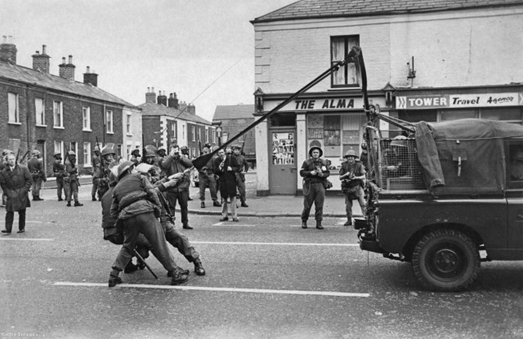 1970_soldiers_of_the_british_army_try_out_an_experimental_catapult_teargas_launcher_on_the_falls_road_belfast.jpg
