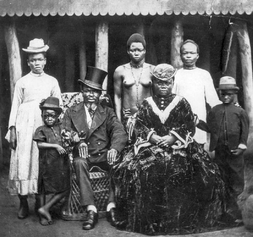 1910-es_evek_liberiaia_gagdag_kereskedo_csaladjaval_es_rabszolgaival.jpg