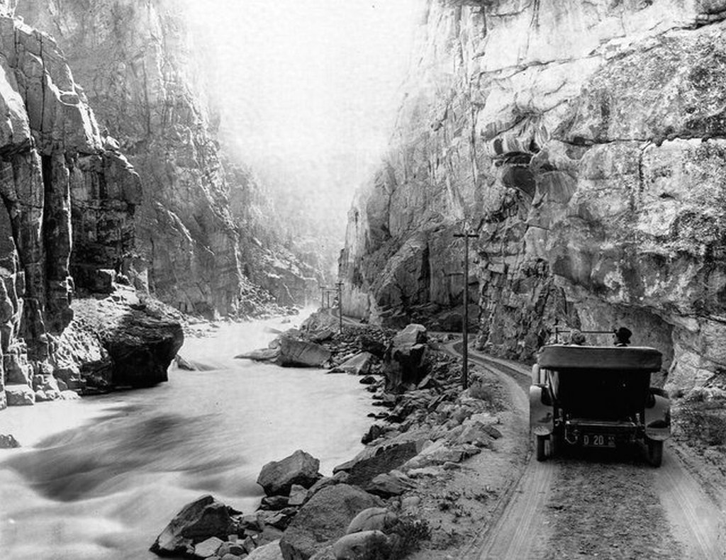 1899_tourists_drive_their_car_on_a_dirt_road_along_yellowstone_river.jpg