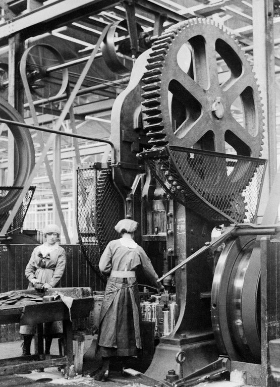 1916_two_women_operating_a_shell_case_forming_machine_at_the_new_gun_factory_in_woolwich_england.jpg