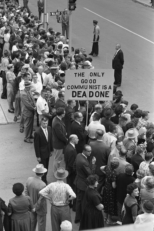 1959_protesting_the_arrival_of_nikita_khrushchev_in_des_moines_iowa.jpg