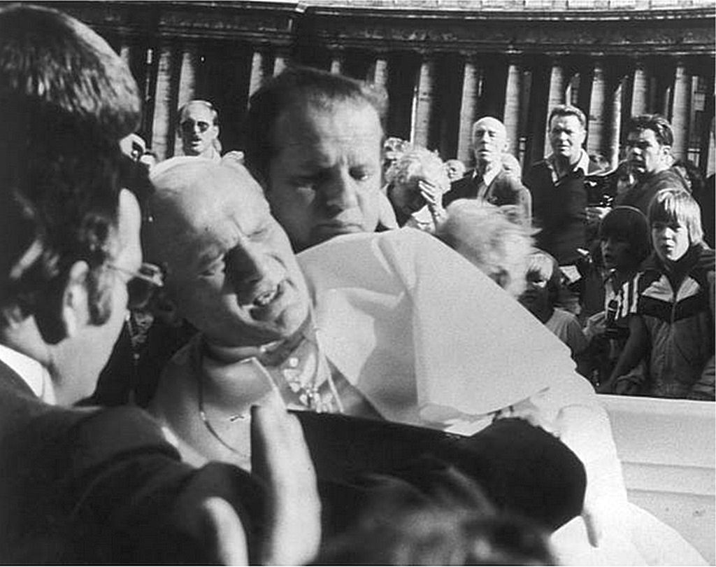 1981_pope_seconds_after_getting_shot_by_ali_agca_13_may.png