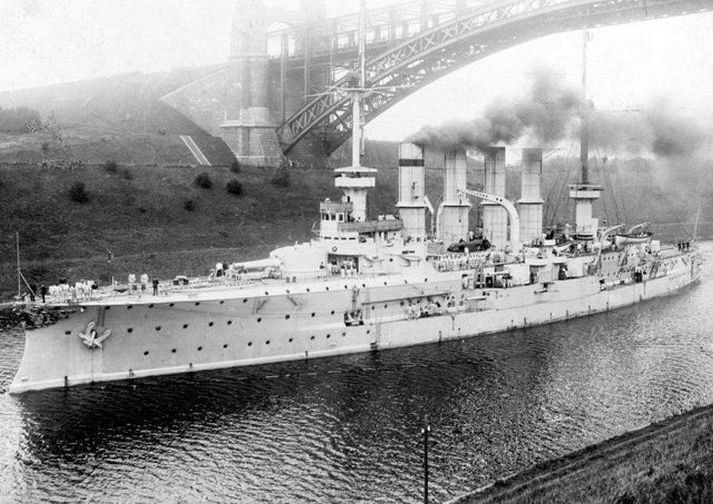 1909_korul_sms_yorck_passes_under_the_levensau_bridge_in_the_kaiser_wilhelm_canal_kiel_germany.jpg