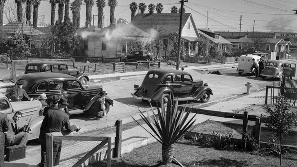 1938_police_trade_shots_with_barricaded_suspect_los_angeles_feb_17.jpg