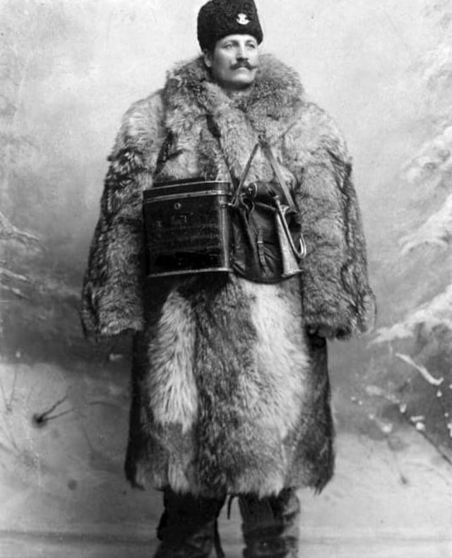 1900_rural_mail_carrier_in_a_winter_uniform_sweden.jpg