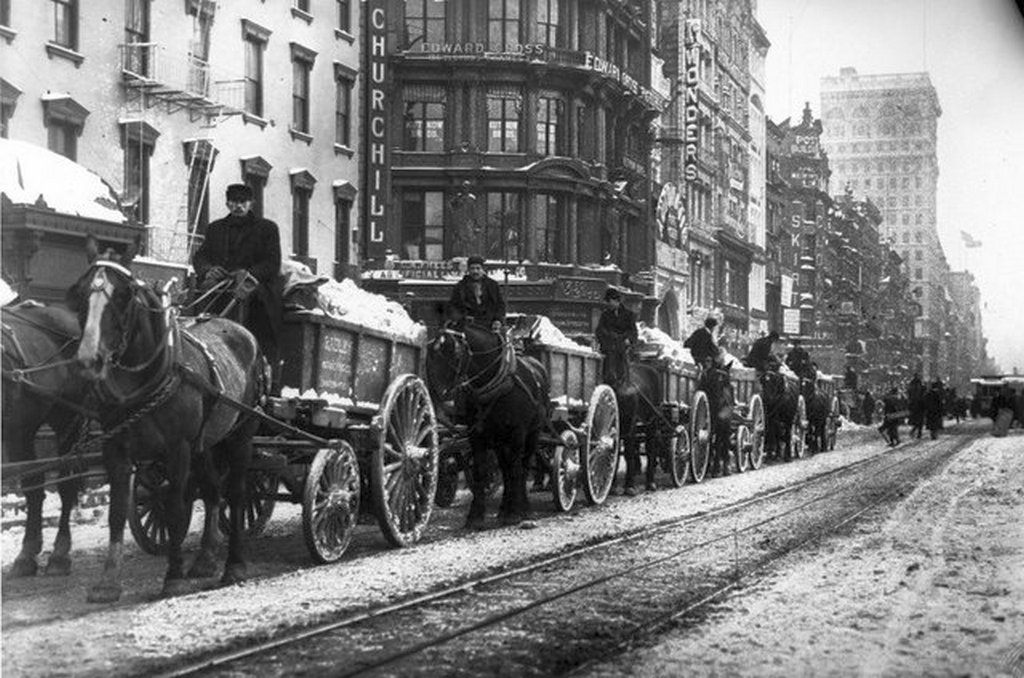 1908_snow_removers_in_nyc.jpg