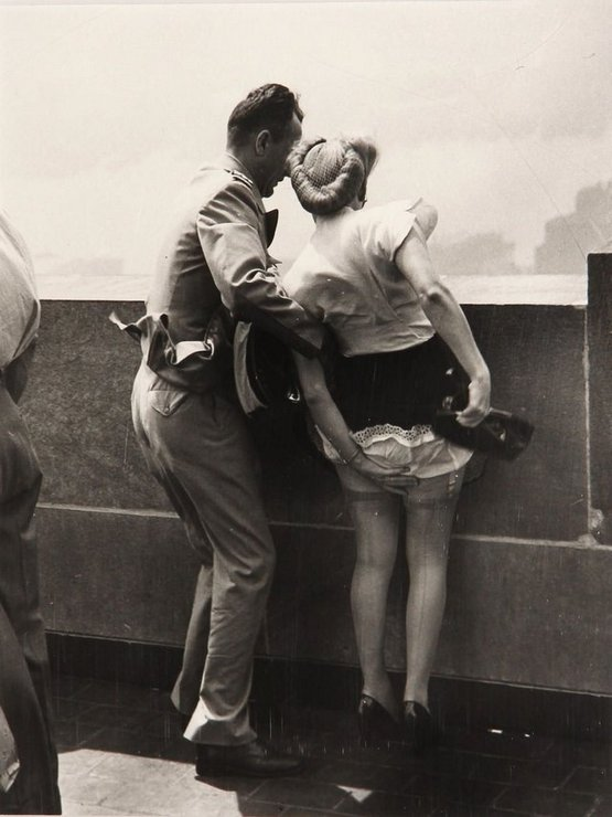 1942_on_top_of_the_empire_state_building.jpg