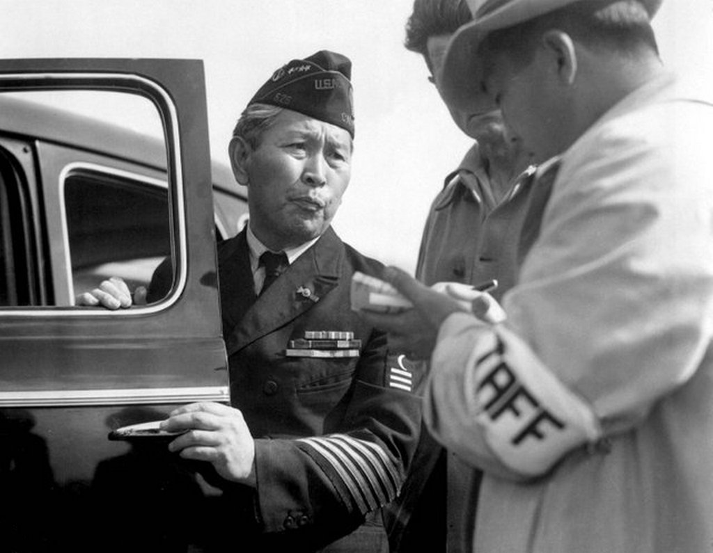 1942_service_from_wwi_american_veteran_arrives_at_the_santa_anita_park_assembly_center_temporary_detention_facility_used_during_the_implementation_of_japanese-american_internment.jpg