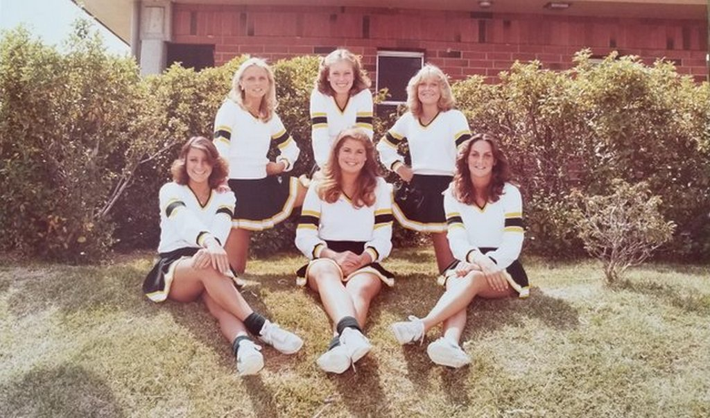 1980-as_evek_1980s_california_high_school_cheerleaders.jpg