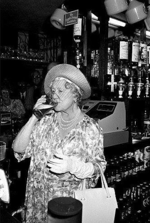 1987_queen_mother_at_86_enjoying_a_pint.jpg