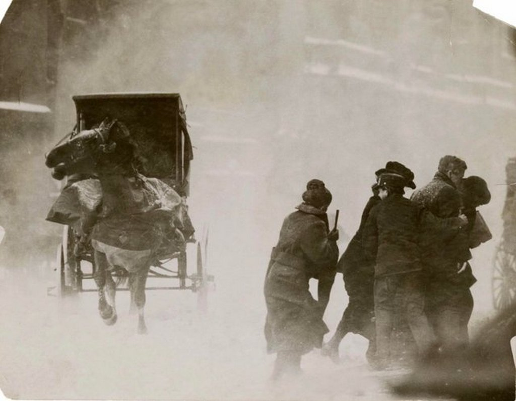 1914_a_horse-drawn_carriage_during_a_new_york_city_winter_blizzard.jpg