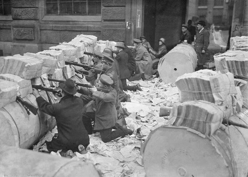 1919_januar_spartacists_communist-aligned_revolutionaries_after_taking_a_newspaper_office_in_berlin_use_gigantic_piles_of_newspapers_as_a_barricade.jpg